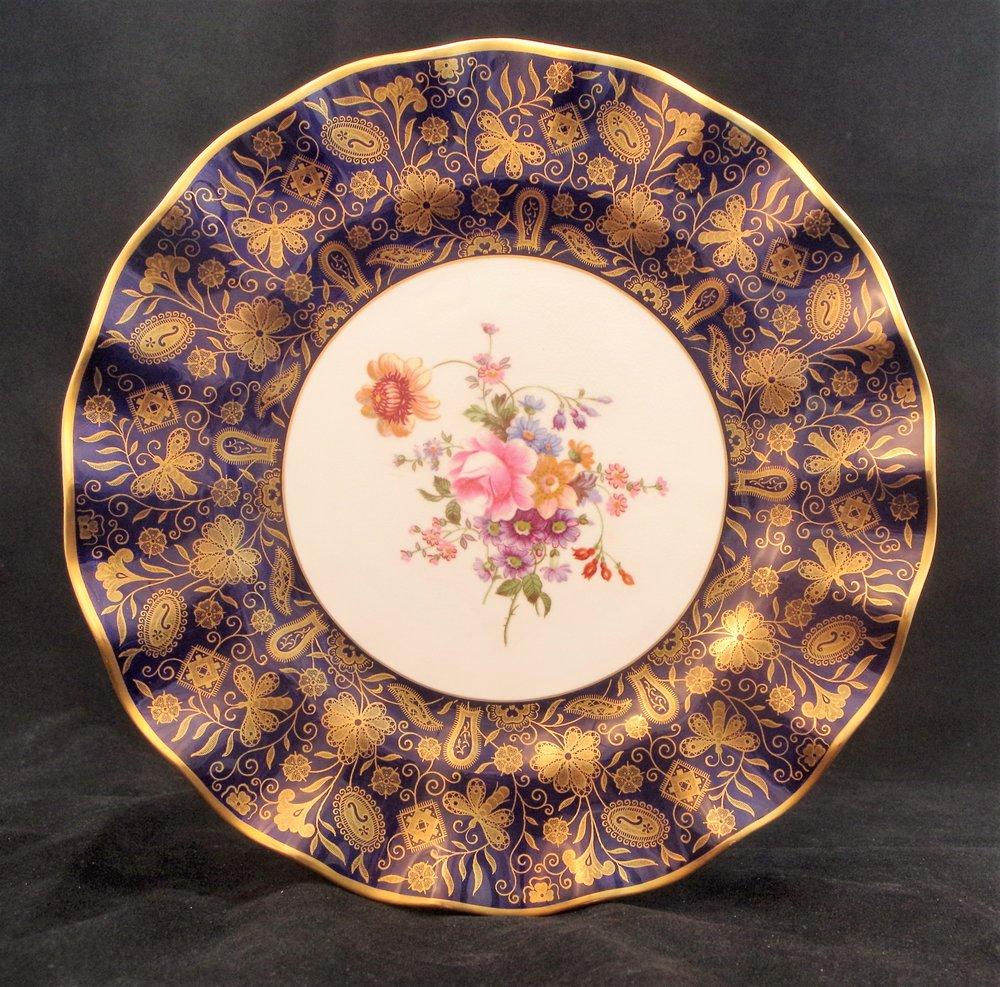 royal-crown-derby-wilmot-pattern-in-gold-over-cobalt-ground-posie-centre