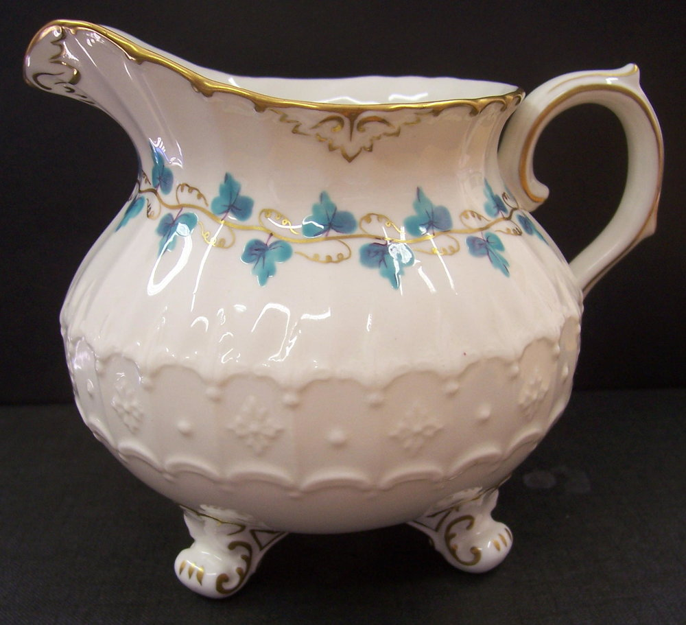 royal-crown-derby-burford-shape-sauce-boat-blue-enamel-vine-leaves