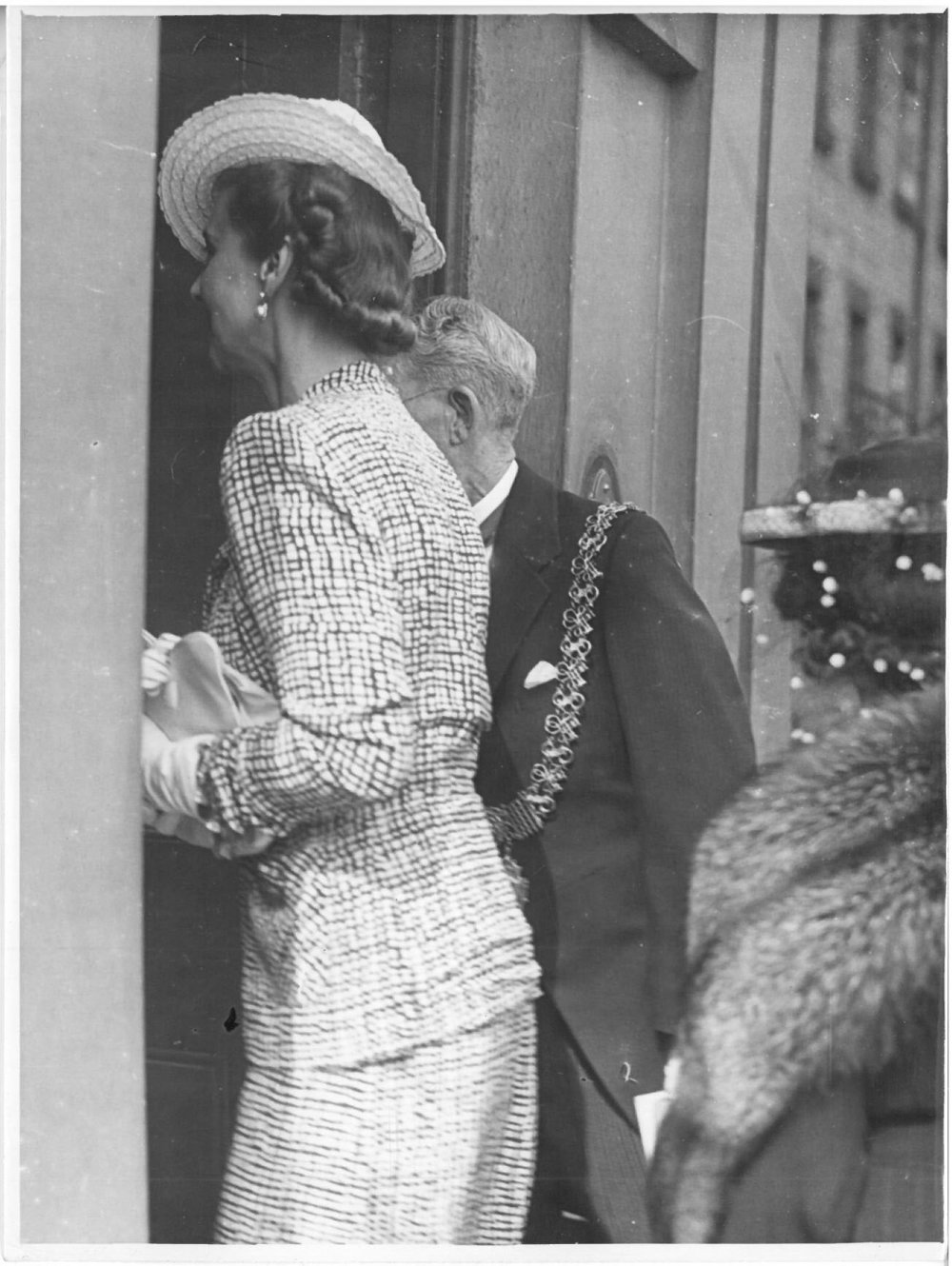 royal-crown-derby-duchess-of-kent-visit-1945