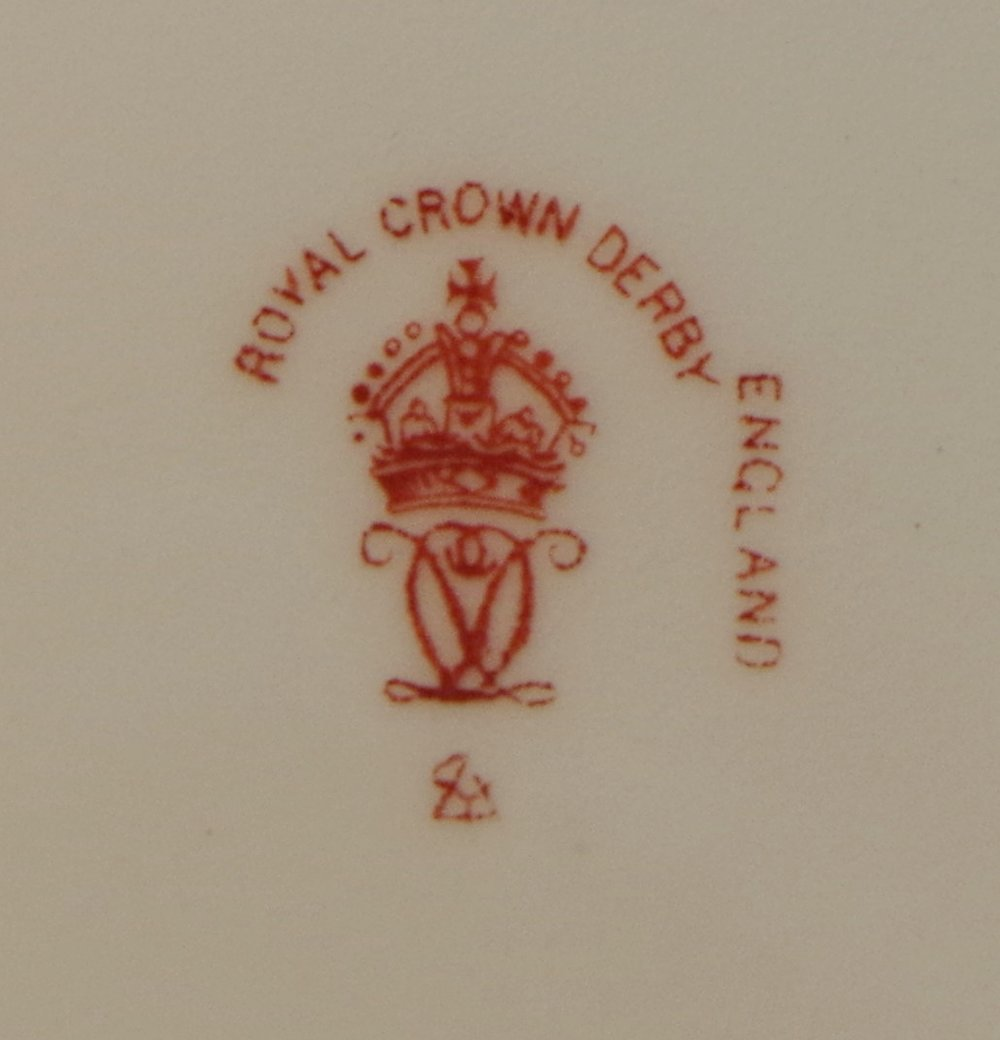 royal-crown-derby-clarence-shape-green-ground-to-rim-bird-centre-darlington-1921-mark