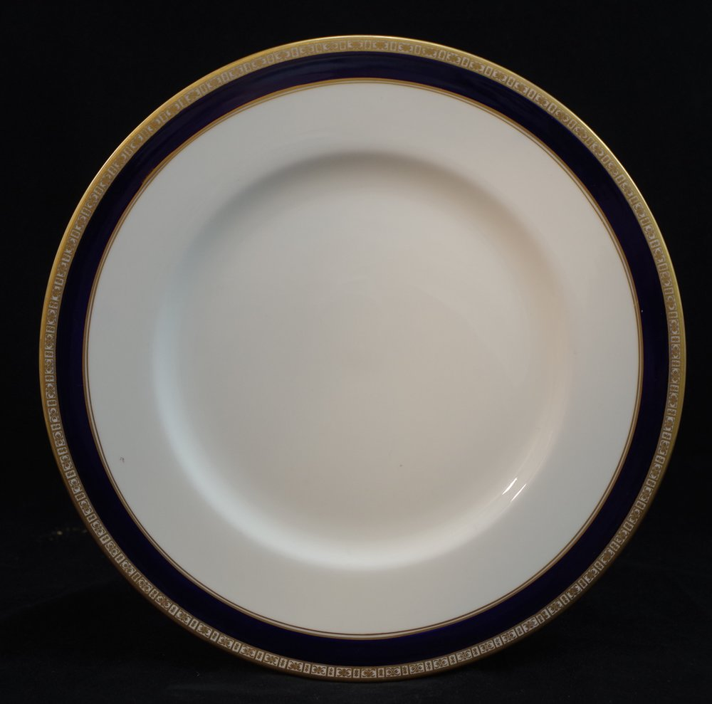 royal-crown-derby-unknown-pattern-cobalt-blue-version-of-A1265-fifth-avenue