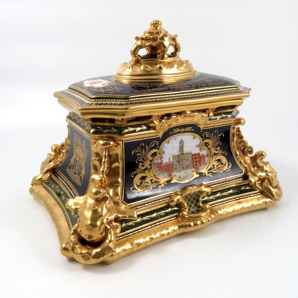 royal-crown-derby-freedom-casket-1960