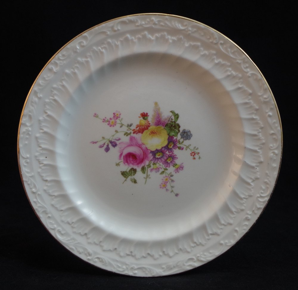 royal-crown-derby-unknown-embossed-shape-posie-centre