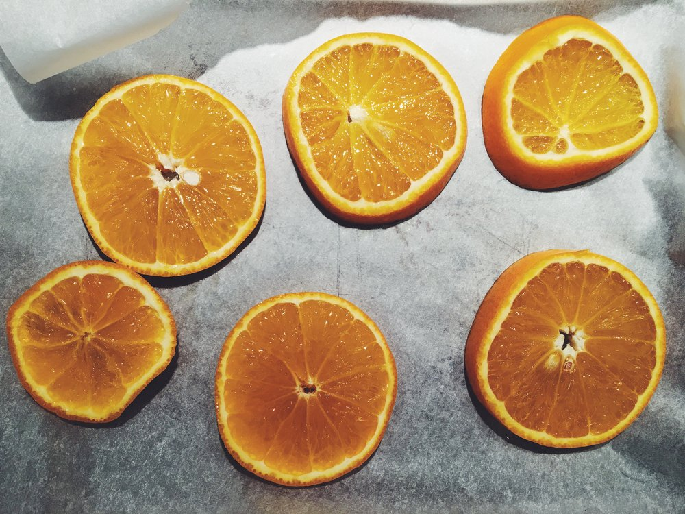 Slice oranges about 1cm thick.