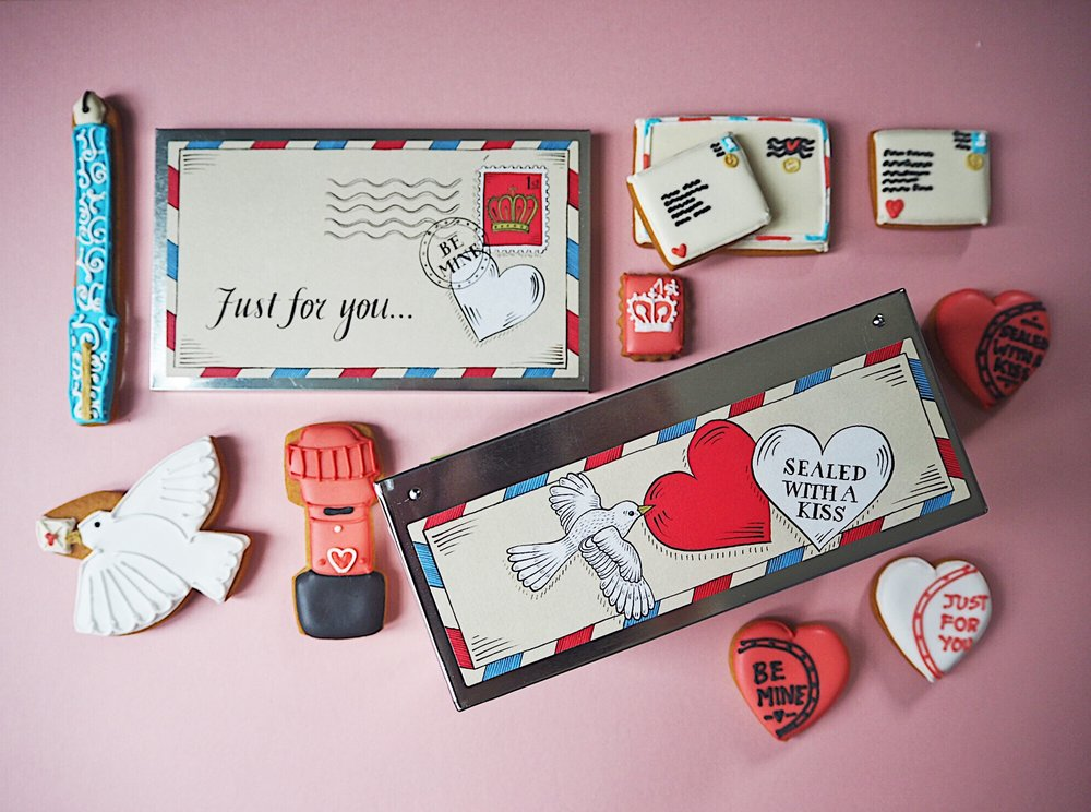 The full contents of the Love letter tin