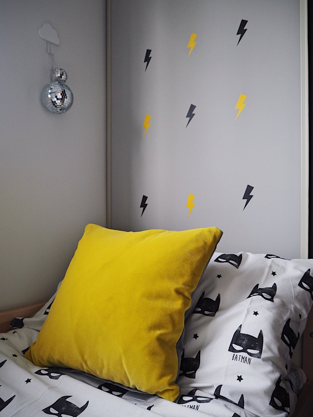cool boys bedroom.JPG