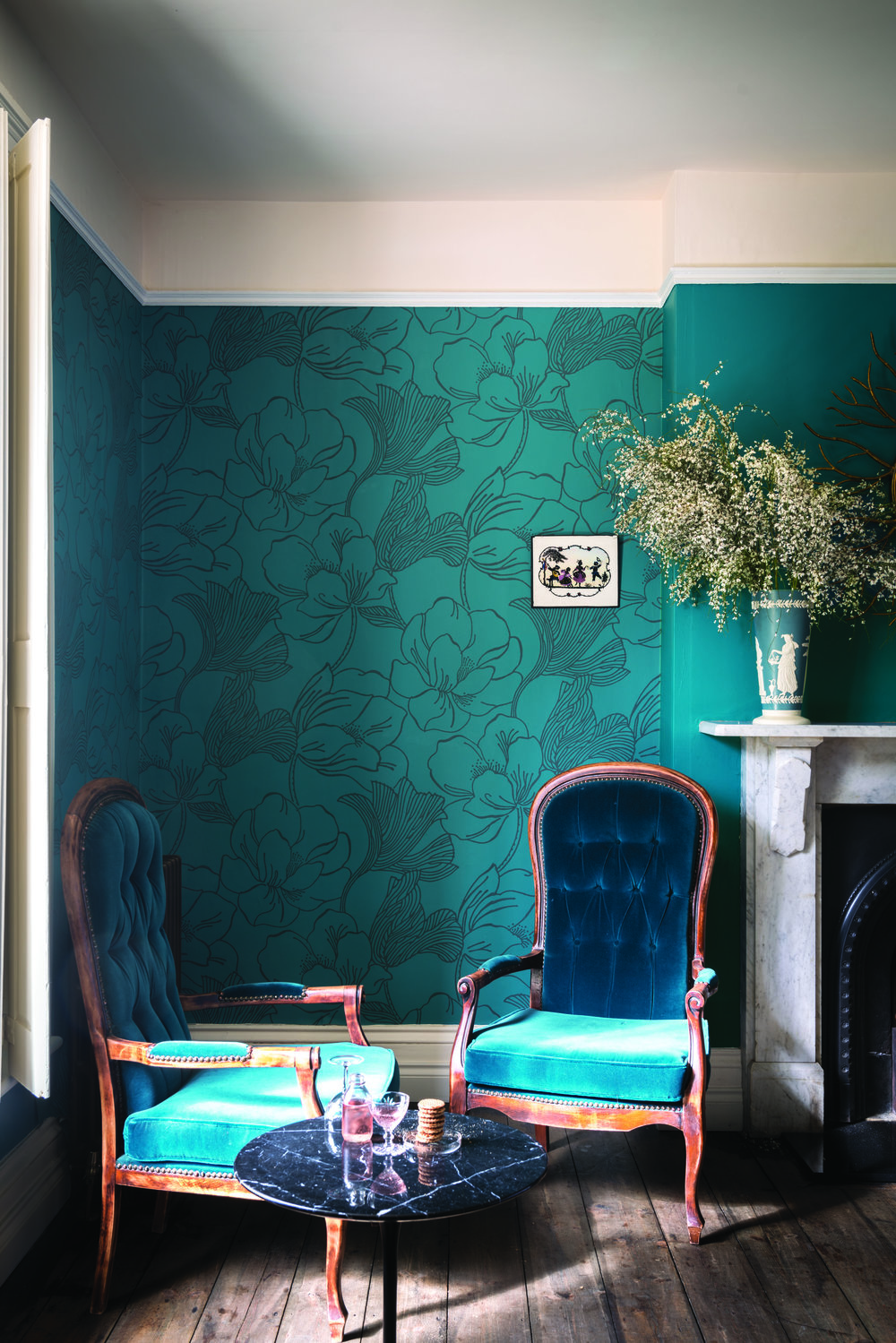 BP 5605    , Wallpaper: Helleborus BP 5605    , Ceiling: Dimity® No.2008 Estate® Emulsion    , Woodwork: Wimborne White® No.239 Estate® Eggshell