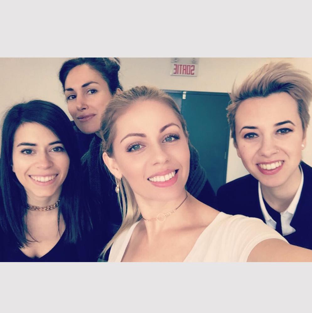 Selfie avec notre styliste Justine, la maquilleuse Lisa Noto et notre cover-girl du mois de mai Frede Rioux 🔥