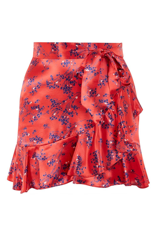 1. Le morceau clé de mon ensemble est la jupe rouge satinée et à motifs fleuris de Topshop. J'adore le contraste des couleurs et la féminité de la coupe. - Topshop, en vente chez La Baie d'Hudson