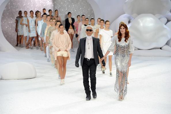 Karl Lagerfeld et les mannequins du défilé été 2012