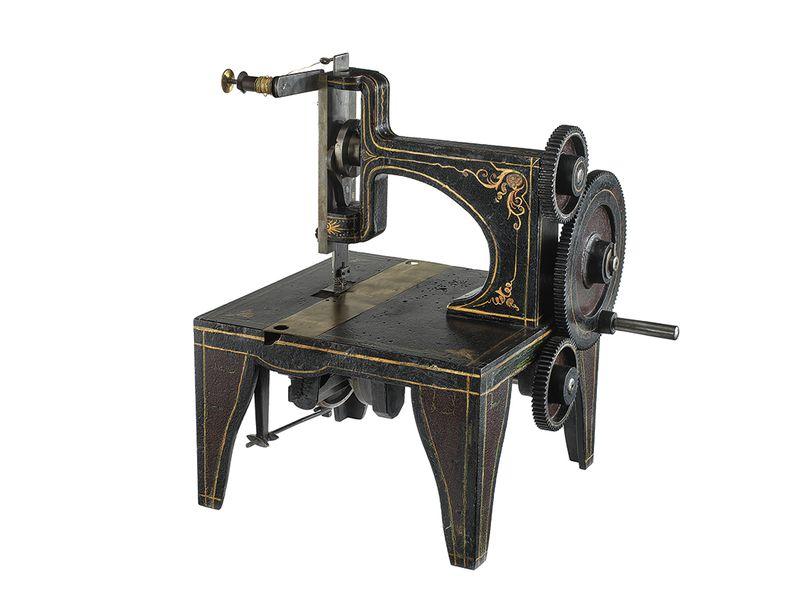 Première machine à coudre commercialisée par Singer en 1851.