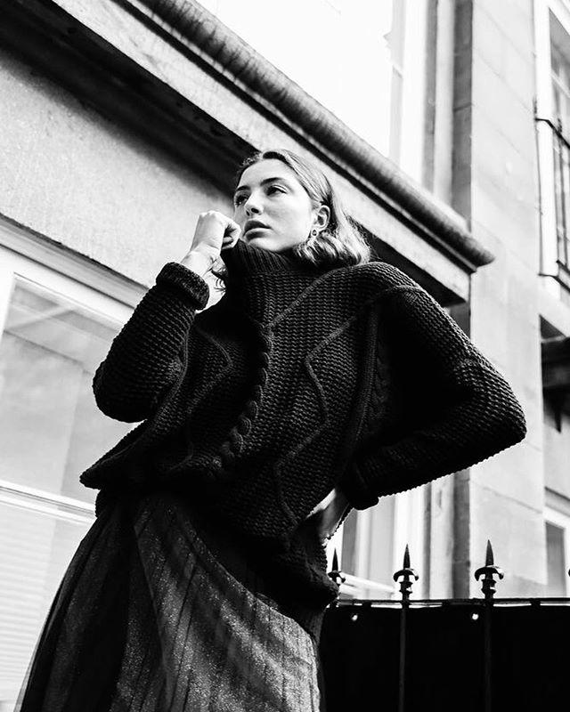 Ce mois-ci dans le magazine, on a eu droit à un article d'une chroniqueuse spéciale, @savcollective, qui est aussi une plus qu'excellente photographe! Les photos de cette série sont magnifiques ❤️ En voici quelques-unes!  Photographe : @savcollective Modèle @annamay.s de @specsmodels Styliste : @onmappellecathou Vêtements : @lpgarconne