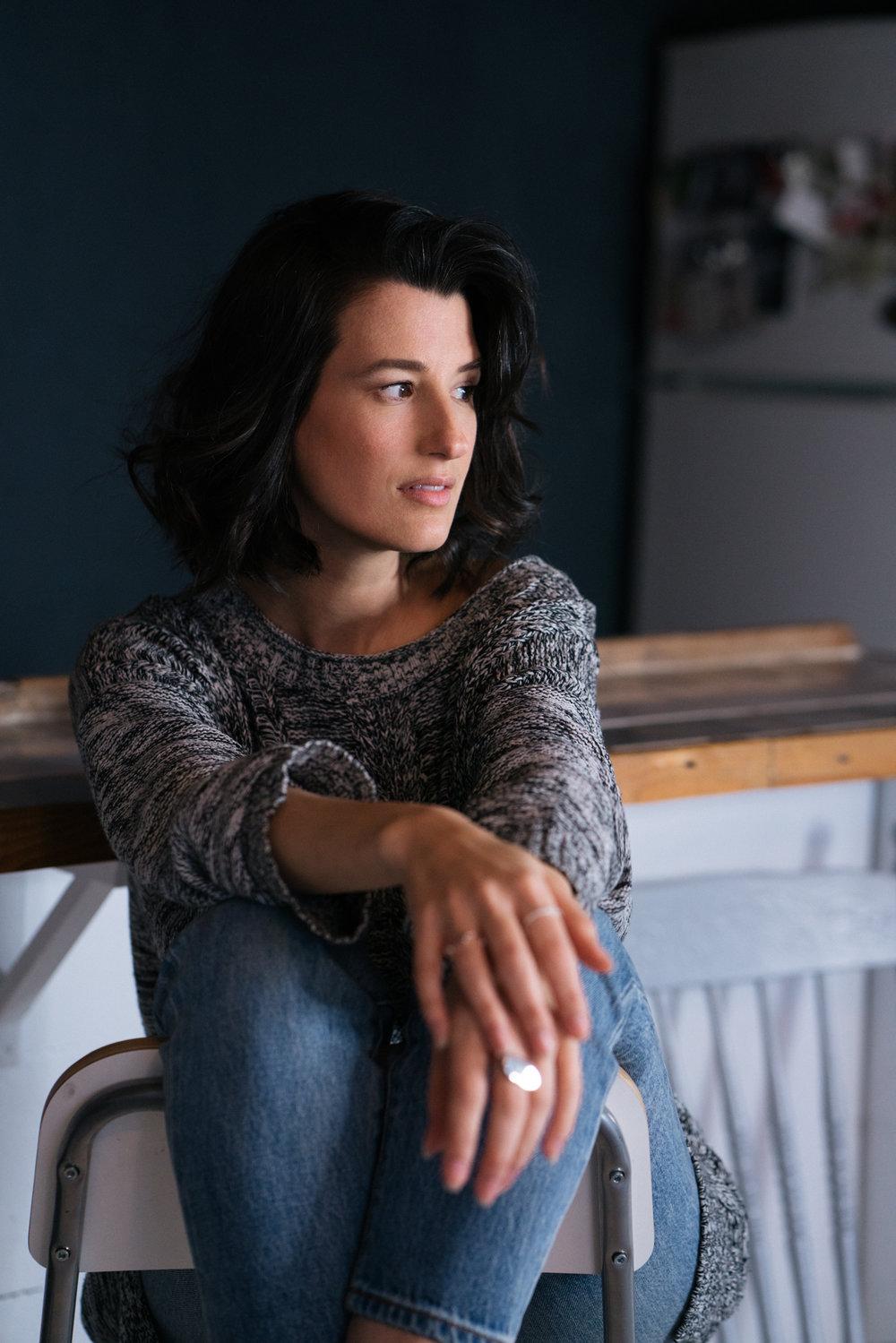 Entrevue et photos par Avril Franco  Bijoux :  Beblue ,  Orac ,  Ninananas ,  Invidiosa   Accessoires sélectionnés par  Justine Gagnon Styliste