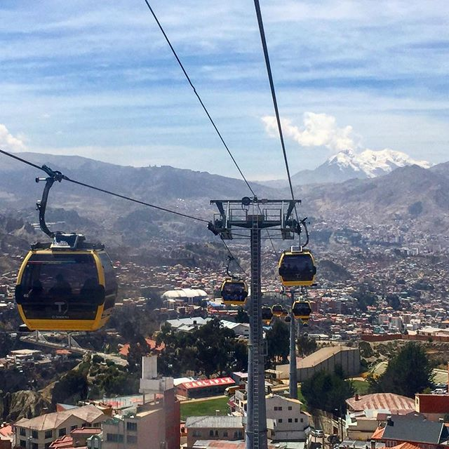 La Paz, Bolivia is the winner (of my super official award🥇) for the coolest form of public transportation! 🇧🇴
