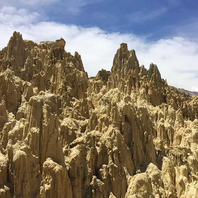 This is the Valle de la Luna in Bolivia; hiking around it was a fun way to spend an hour :) Plus we felt super accomplished making it there and back without a tour (using public transportation)🙂💪🏼