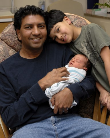 Babies_Indian_father__son__and_newborn_jpg.jpg