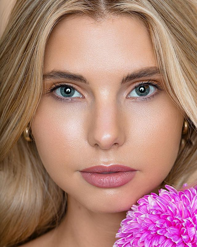 Flower baby 🌸 @rhianelise x @busymodels x H&MU @makeupbyjemima x Lighting @elinchrom_ltd #shotbyme #photographer #beauty #beautyphotography #retouch #portrait #campaign #editorial #fashion #style #makeup #photography #model #canon #fashionphotography #brisbanephotographer #goldcoastphotographer #brisbanefashionphotographer