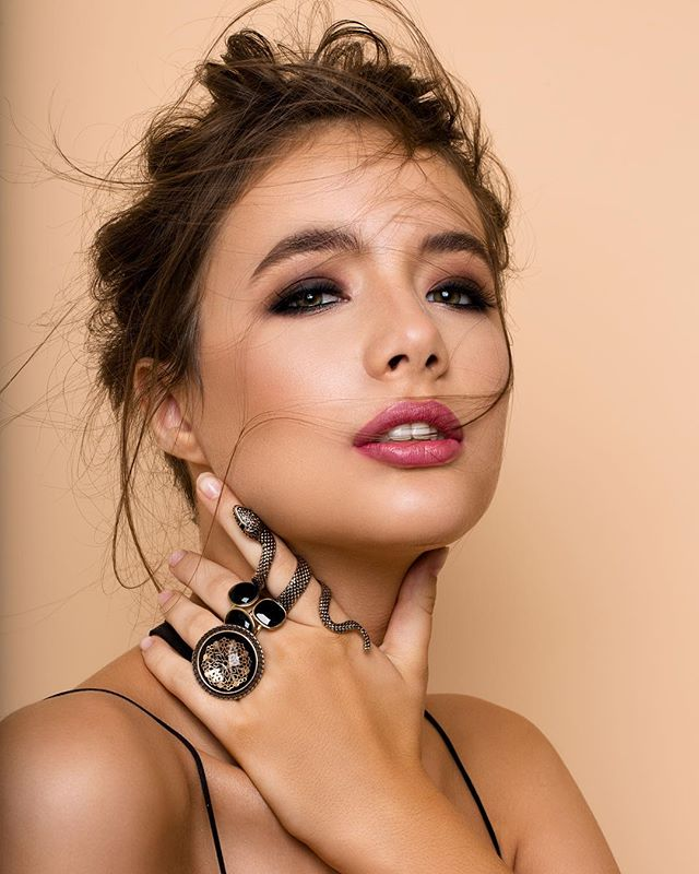 Millie 🐍 @_millie.stevenson_ x @quemodels x H&MU @jim_jirarnuttaruj #shotbyme #photographer  #shotbyme #photographer #beauty #beautyphotography #beautyeditorial Lighting @elinchrom_ltd #retouch #portrait #campaign #editorial #fashion #style #makeup #photography #model #canon #fashionphotography #brisbanephotographer #goldcoastphotographer #brisbanefashionphotographer