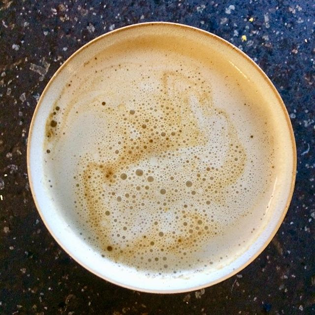 There's a bunny in my London Fog Latte! #funshapes #byaccident #butstillprettycool #jagasilk #nutmilk #pecanmilk #homemadenutmilk #dairyfree #vegan #dairyfreelatte #londonfog #tea #bunny #latteart