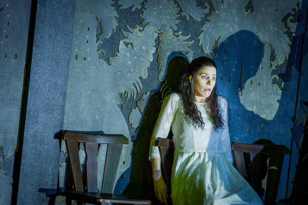 Antonia, Tales of Hoffmann, ENO. photo Robert Workman