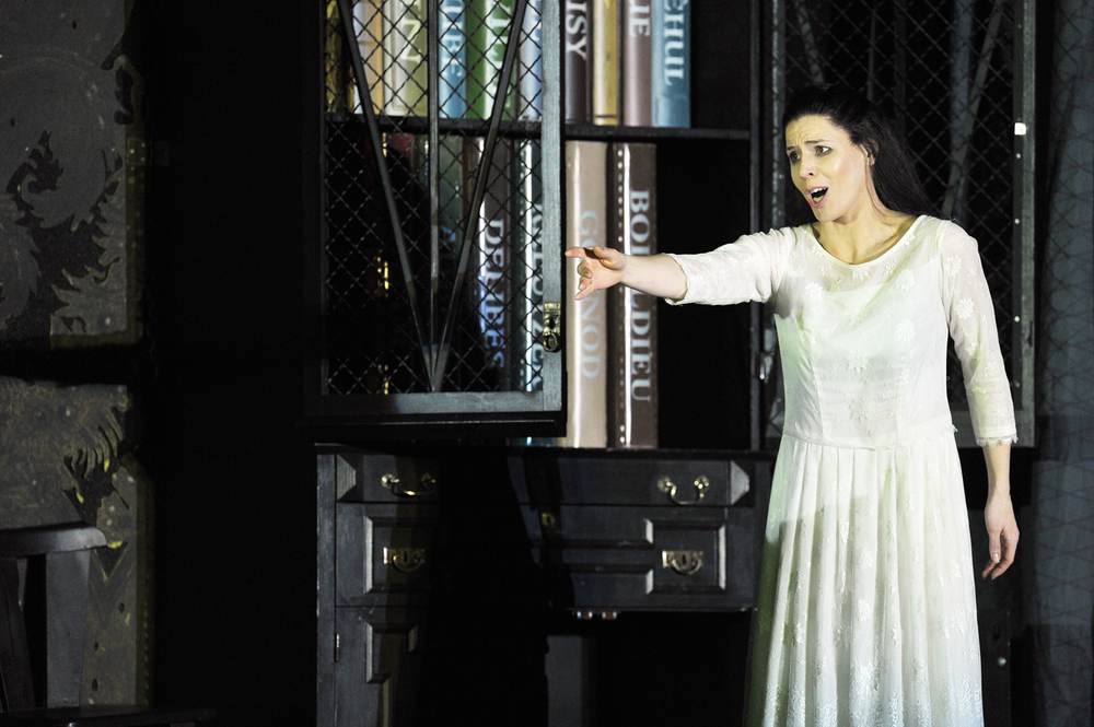 Antonia, Tales of Hoffmann, ENO. photo Robert Workman