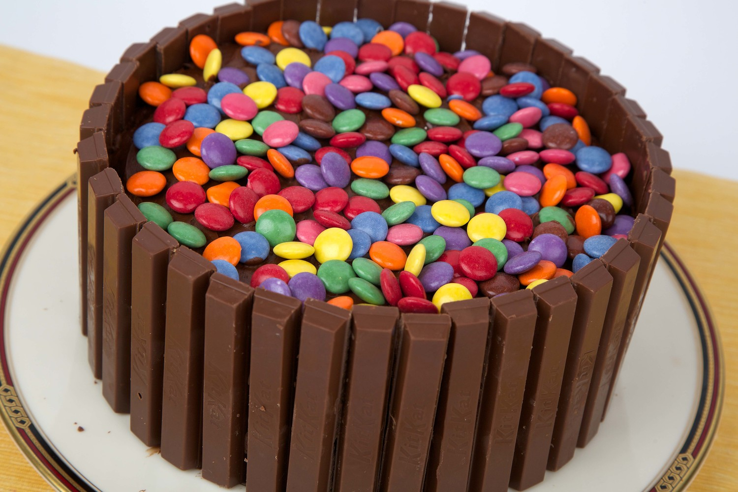 HOW TO TEACH YOUR CHILD TO MAKE THE BEST KIT KAT CAKE FOR FATHER'S DAY ( FOR THE NON MARTHA STEWART )