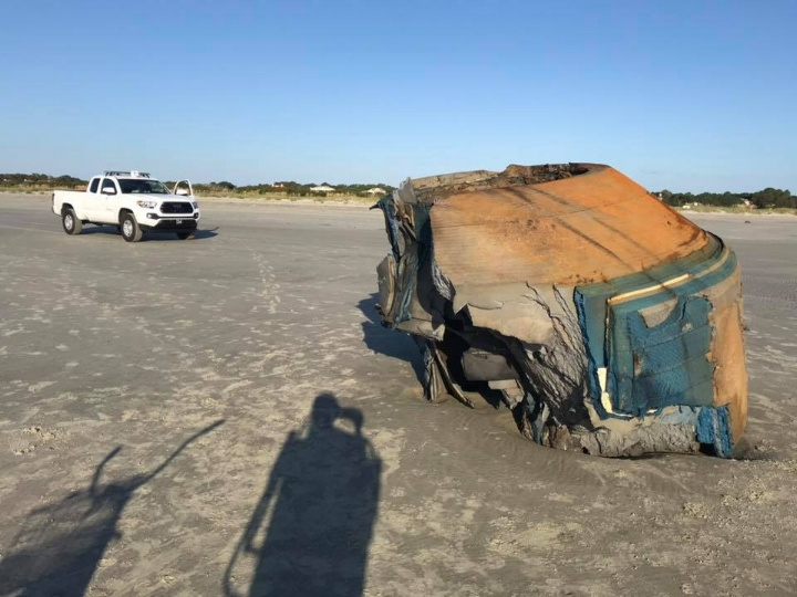 A second angle of the mysterious object.  (Image credit: Lowcountry Marine Mammal Network/Facebook)