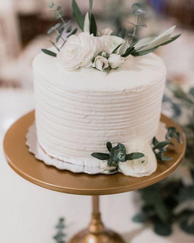 Gorgeous details from Lauren & Brandon's wedding! 🌿 📸: @jessicamangia_photography