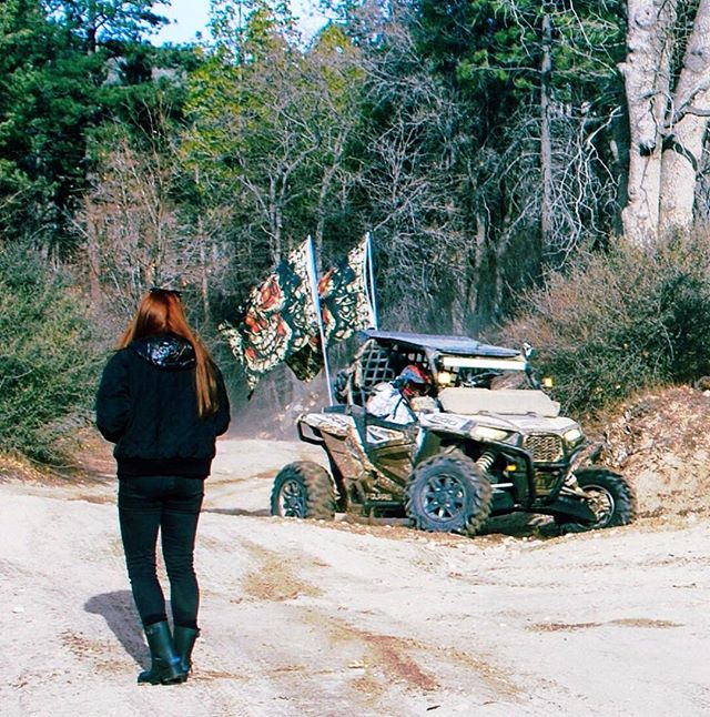 SPOILER ALERT: filming Mad Max 2 👹🙈🎬👍 #twintakeover #locationscouting #twinsta #filming #preproduction #makingmovies #twinlife #roadrage #dirtdevils #actionmovie #sisterlove #thestjohnsisters #films #lb #followforfollow #newfilm