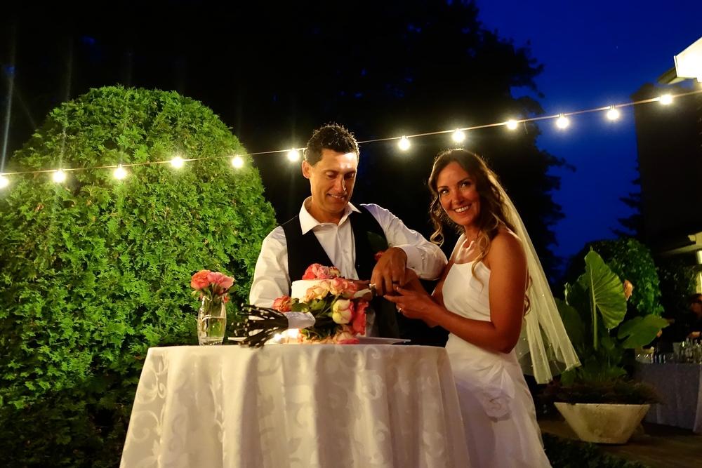 Niagara Wedding Cake Cutting
