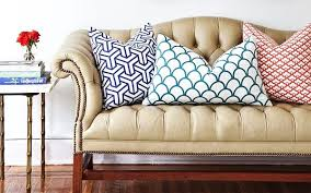 These perfectly placed pillows might benefit from a bit of extra stuffing. No? (image credit: decoist.com)