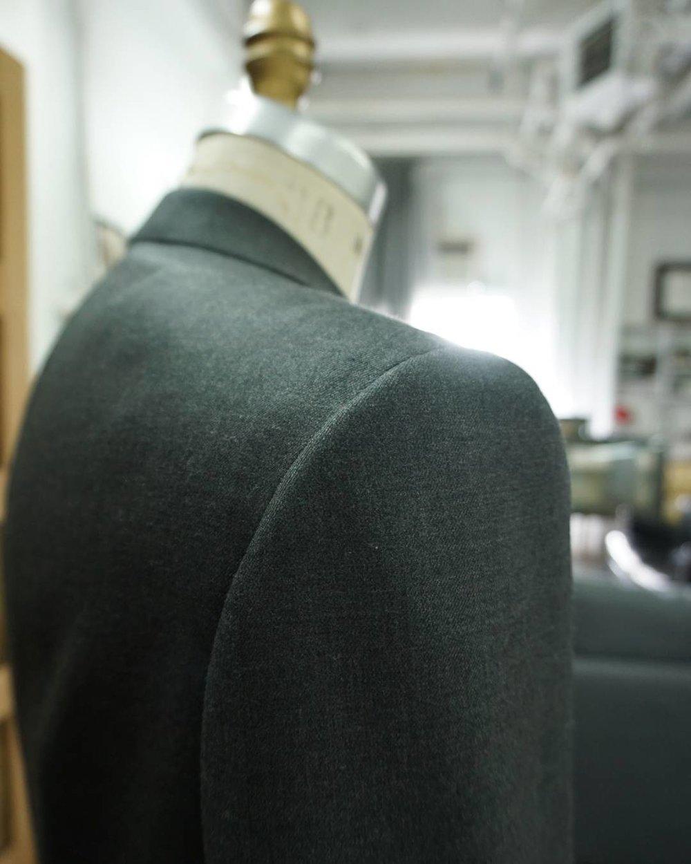 genuardi_suit_bespoke_shoulder_grey.jpg