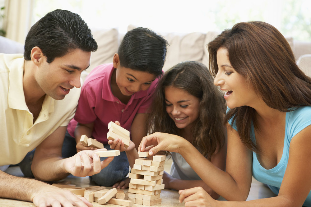 family playing jenga.jpg