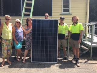 Robyn Perry (Director), Karla Eldridge, Shelly Richards, Sara Harris and the installation crew from NQ Solar