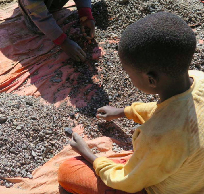 Children sorting cobalt bearing stones in DRC. Source: Amnesty International, 2016,  https://www.amnesty.org/en/documents/afr62/3183/2016/en/