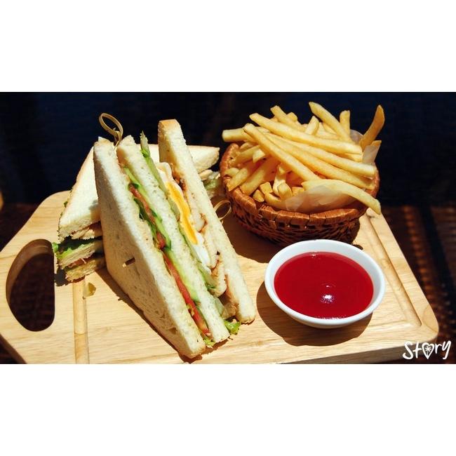 Клаб-сэндвич с курицей.jpg
