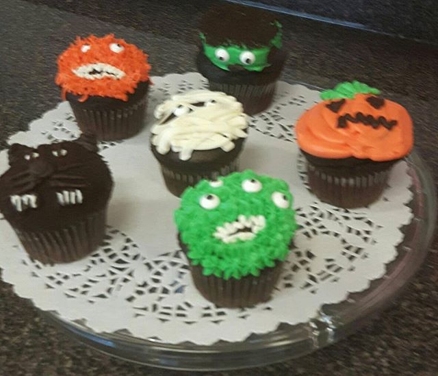 Halloween Cupcakes are here! #viennabakery #yeglocal #yegbaking #yeg #yegbuylocal #yegsmallbusiness #yegtrickortreat #halloween #yegyum #yeghalloween #halloweencupcakes #yegcupcakes