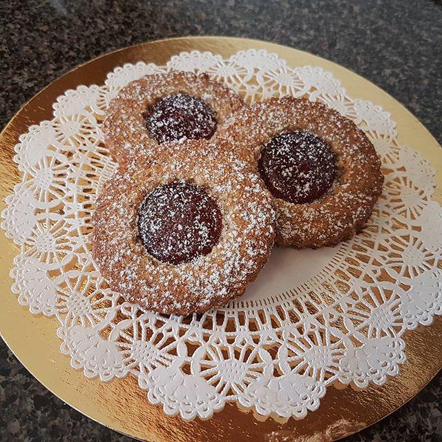 Linzer cookies  #viennabakery #yeglocal #yegbaking #yeg  #yegbuylocal #linzercookies #yegyum #yeggottagetsomeofthese #cookies