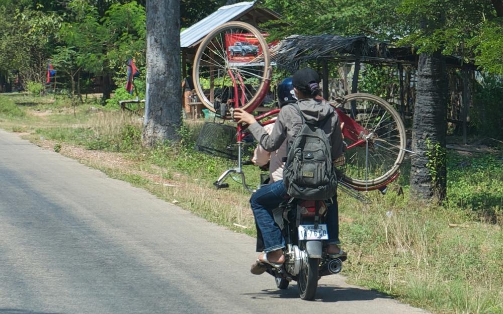2009_1030 Phnom Penh to Siem Reap Cambodia_3966 copy copy.jpg