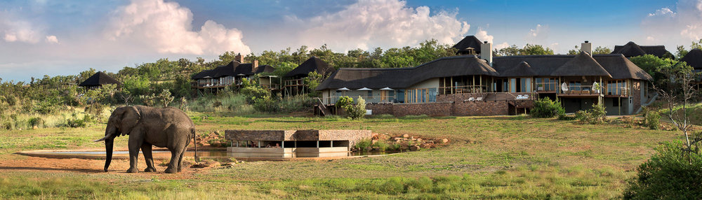 Mhondoro Game lodge panoramic.jpg