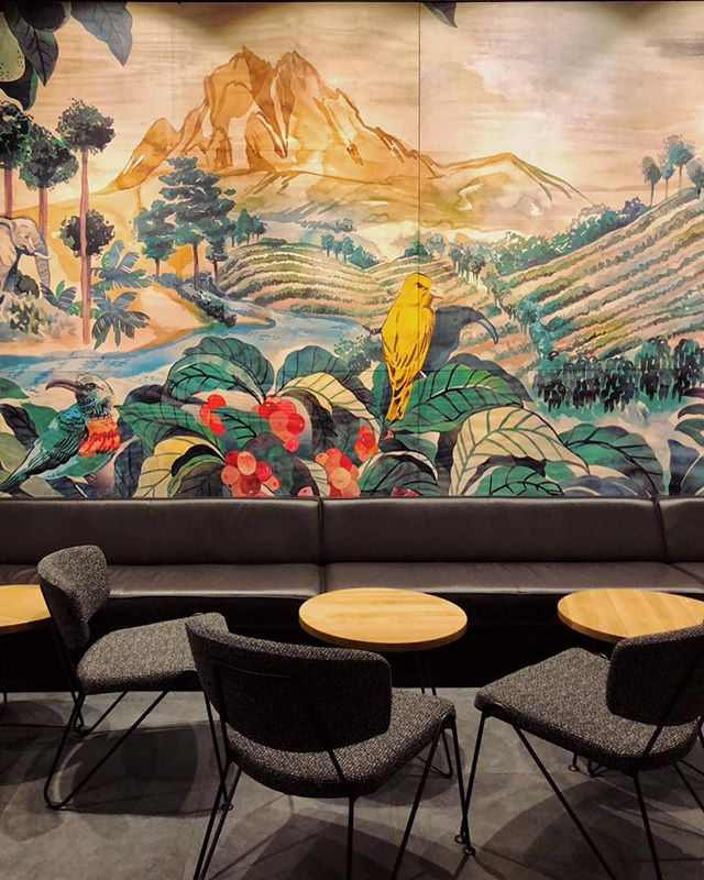 I'm in love with this beautiful mural at @starbucks_sa in Sandton City!😍🎨✨ #StarbucksSouthAfrica =========================================== #coffeegeek #coffeegram #coffeelife  #coffeelover #espressobar #cafestagram #cafeculture #coffeeclub #coffeeculture  #coffee_inst #coffee_shop #coffee_time #igcoffee #instacoffeebreak #coffeeconnoisseur #hospitalitydesign #interiorinspo  #coffeejobs #coffeespace #espressobar #Starbucks #starbucks☕️ #interiorinspo