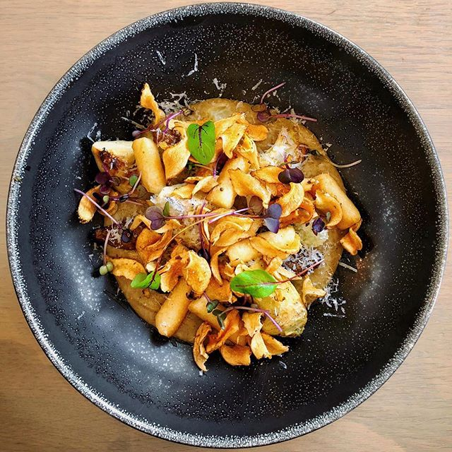 Jerusalem artichokes with potato gnocchi, pickled globe artichokes green apple and Parmesan from @cavalliestate 😛🍽🥔 #SAFoodGuru =========================================== #foodie_features #foodgawker #foodporn #foodiesofig #f52grams #foodvsco #finedining #finedine #platingskills #foodartchefs #foodart #food24_sa #huffposttaste #cuisine_captures #beautifulcuisines #onmyplate #food_instalove #igfoodies #instaeats #bonvivant  #cavalliestate #chefsalert #jerusalemartichoke #artichokes