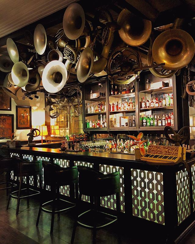 This is one of the coolest bars I've ever seen!🍸🎶🎺 @thesiamhotel #SAFoodGuru ============================================= #restaurantlife #restaurantdecor #restaurantstyle #restaurantreview #restaurantdesign #hospitalitydesign #interiorinspo #interior_design #interiordesign #classicbar #beautifulspaces #barlife #barstagram #bardesign #thesiamhotel #billbensley