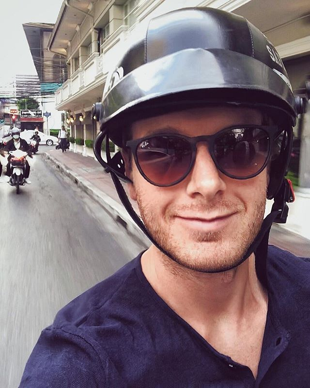 Racing through the streets of Bangkok 🛵⛑🇹🇭