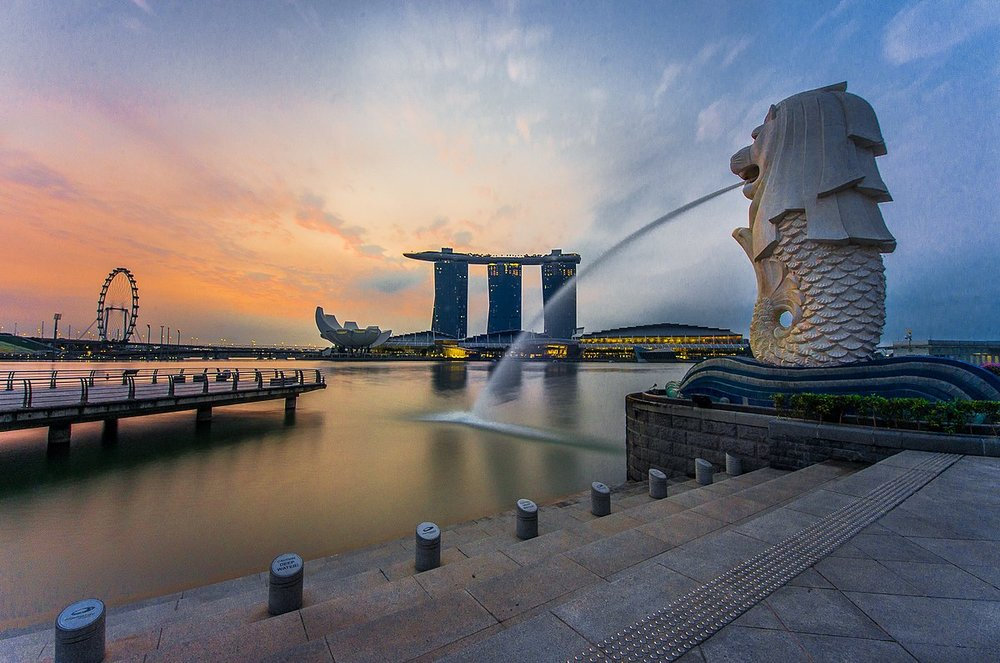 1200px-Rear_view_of_the_Merlion_statue_at_Merlion_Park,_Singapore,_with_Marina_Bay_Sands_in_the_distance_-_20140307.jpg