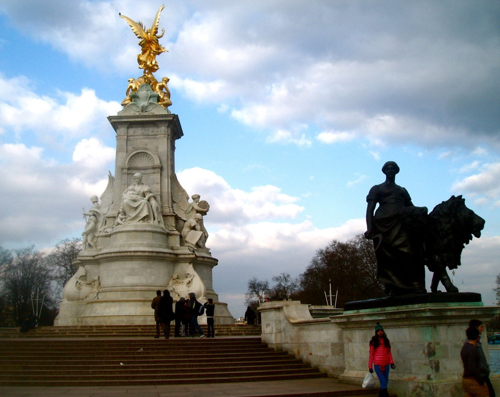 Victoria Monument by Buckingham Palace