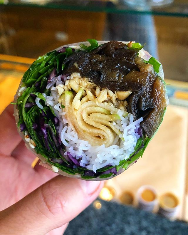 💜COMING SOON💜 ! NEW Teriyaki Eggplant 🍆 #ricepaperrolls (vegan 🌱) ! Available from next Tuesday in our 3 little shops #bailli #centre #saintgilles #kneestochin #healthyfood #lowgluten