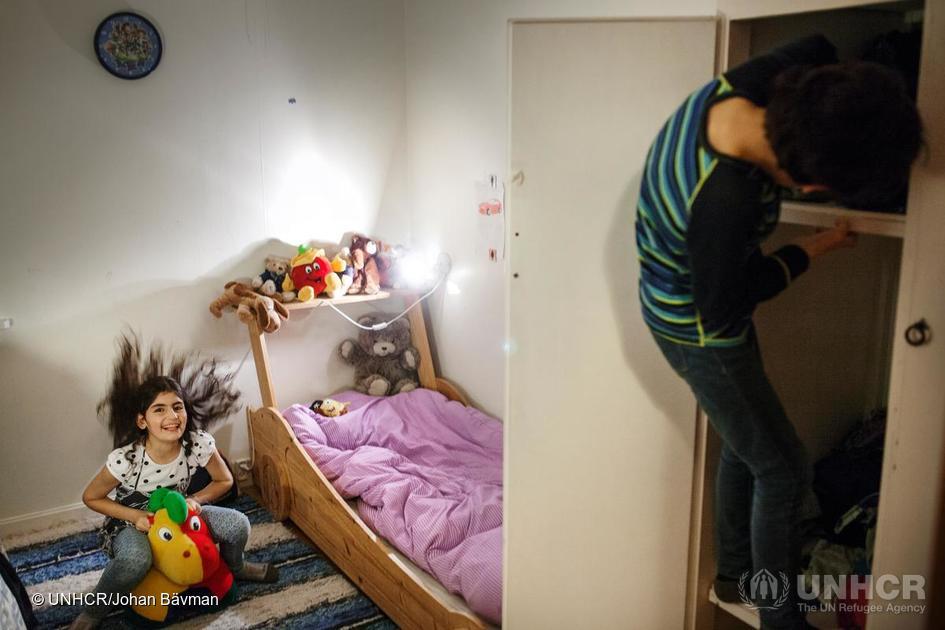 På asylmottak lever barn og voksne i fattigdom. Det er innført en maksgrense på økonomisk støtte til barnefamilier – uavhengig av antall barn i familien. foto: unhcr/johan bävman