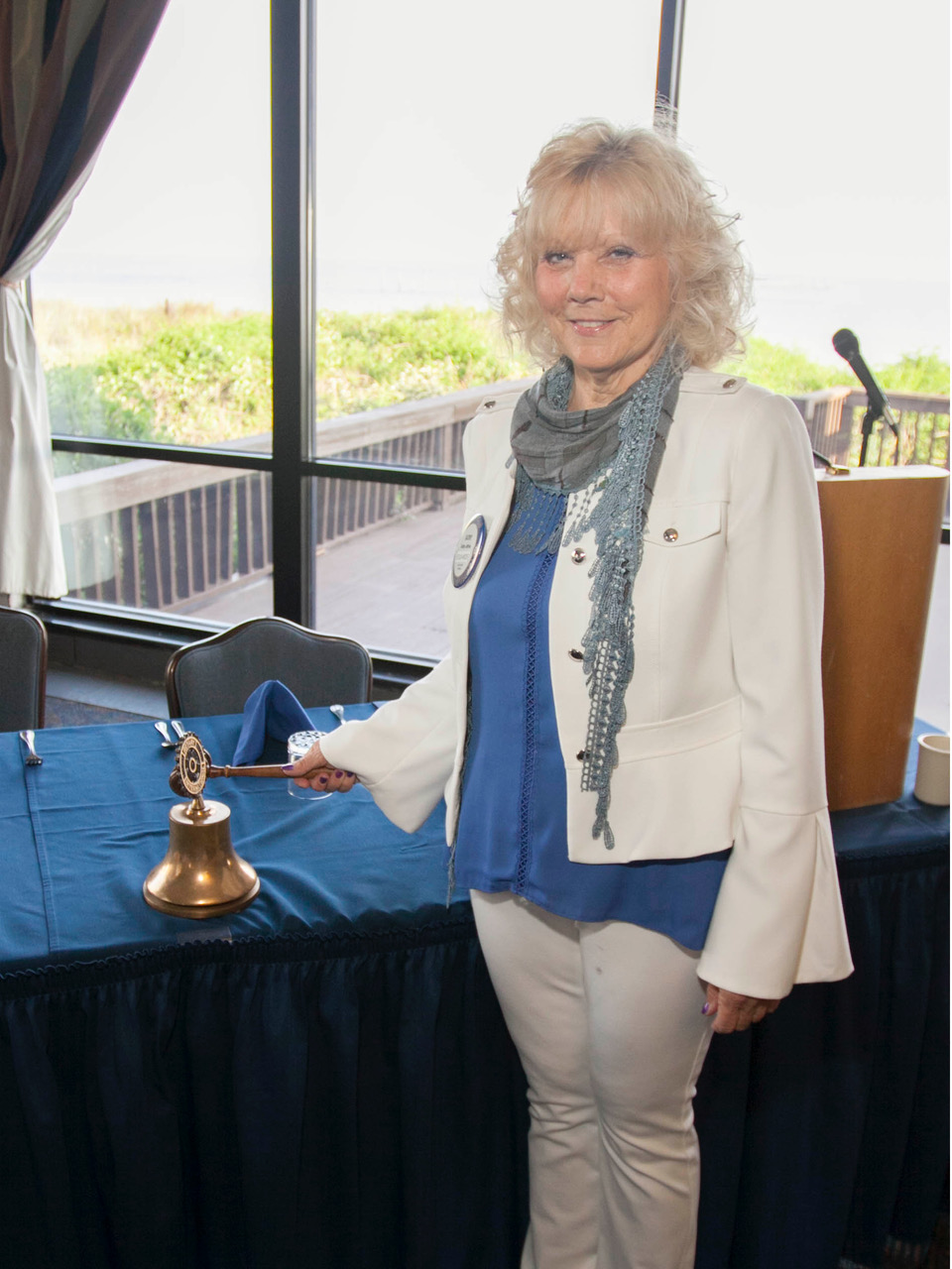 Kathy rings the bell-5677.jpeg