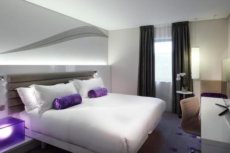 Guestroom+Blank+Purple.jpg